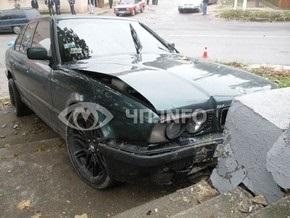 В Николаеве водитель BMW сбил четырех детей на тротуаре