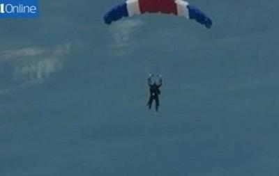 Джордж Буш-старший отметил 90-летие прыжком с парашютом