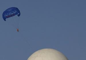 Новости США: Американец чудом выжил, упав с висоты четыре километра с неисправным парашютом