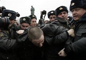 Маккейн призывает молиться за участников оппозиционных акций в России