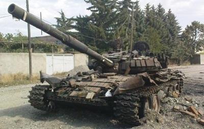 Подбитый в Снежном  российский  танк оказался фейком