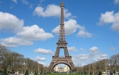 Эйфелеву башню в Париже закрыли для туристов