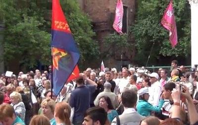 Активисты Харькова пришли под консульство России  просить прощения