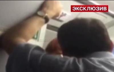 Российский депутат устроил дебош на борту самолета