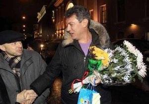 Немцов и Лимонов вышли на свободу
