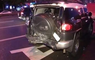В Киеве Volkswagen протаранил три автомобиля, есть пострадавшие
