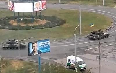 По Мариуполю проехали танки