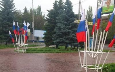Горловку завесили флагами России по поручению пленного мэра - СМИ