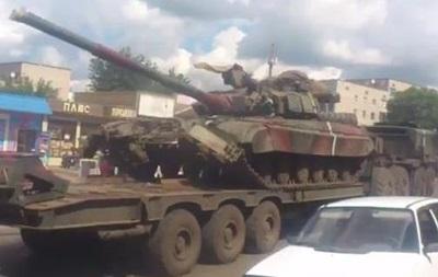 Из Харьковской области перебрасывают танки на Донбасс - видео