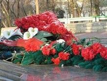 Коммунисты Прикарпатья возложили гвоздики несуществующему Ленину