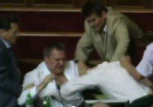 Под Радой в Колесниченко бросили кроссовок