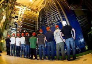 В коллайдере обнаружены неопознанные падающие объекты