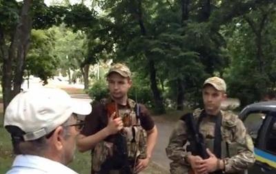 Что за фашизня здесь. Харьковчане негативно встретили бойцов Слобожанщины