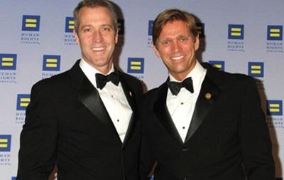 Американский конгрессмен заключил брак со своим другом