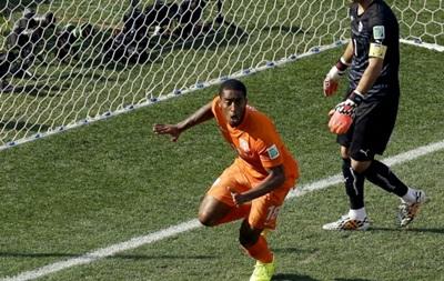 Голландия выиграла первое место в группе, Испания разгромила Австралию