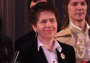 В Донецке жене Януковича вручили награду за благотворительность