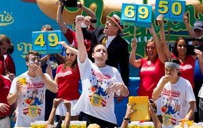 В США пройдут соревнования по поеданию хот-догов