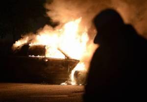 В Стокгольме продолжаются беспорядки. Иммигранты жгут автомобили и школы