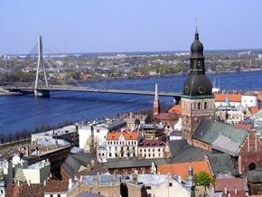 В столице Латвии загорелось торговое судно