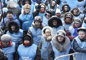 Под стенами ВАСУ собрались сторонники Януковича