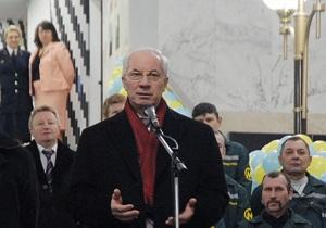 Азаров считает следующей задачей для Киева строительство двух станций метро