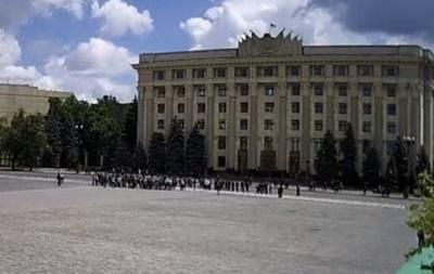 У Харьковской ОГА митингуют против внесения изменений в Конституцию