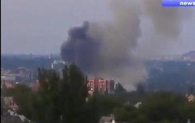 В сети появилось видео пожара в воинской части Донецка