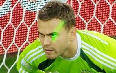 FIFA наказала Алжир  за лазерные указки во время матча с Россией