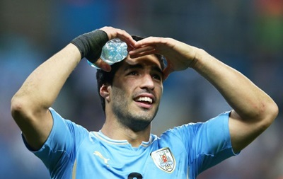 Луис Суарес принес извинения защитнику сборной Италии за укус