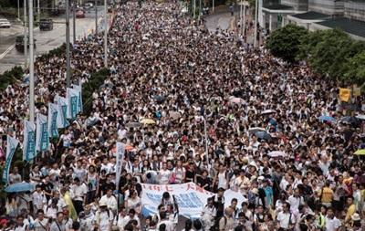 Полмиллиона китайцев вышли на марш оппозиции в Гонконге