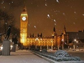 Великобританию парализовали снегопады
