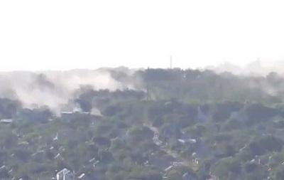 В Луганске дымят жилые кварталы