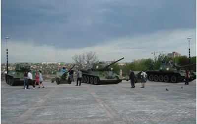 В Донецке сепаратисты пытаются угнать танки из музея ВОВ