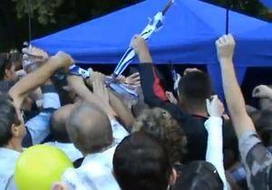 В Мариуполе чуть не подрались за бесплатные зонты от Партии регионов