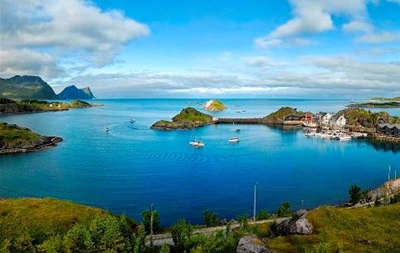 У берегов Норвегии затонуло судно с туристами: один человек погиб