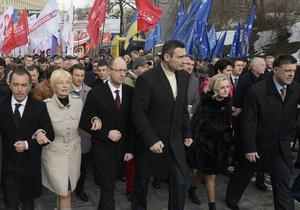 Митинг оппозиции в Киеве - протесты оппозиции: В Киеве начинается митинг в рамках общенациональной акции Вставай, Украина!