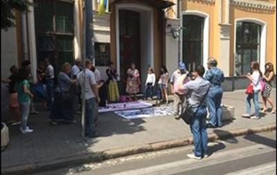 В Киеве пикетировали Высший админсуд, требуя люстрации судей