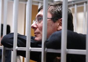 Гособвинитель: Луценко признает нарушение закона