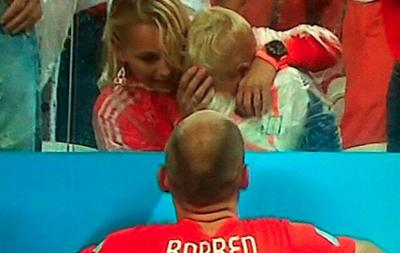 Маленький сын Роббена  разрыдался после поражения сборной Нидерландов