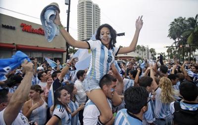 Фотогалерея: Как аргентинские фанатки радовались выходу сборной в финал