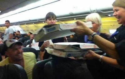 В США пилот самолета заказал пиццу для пассажиров