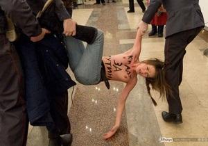 Путин сожалеет, что ушел с избирательного участка до появления активисток FEMEN