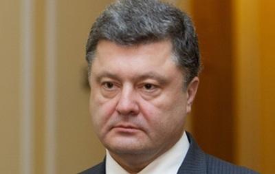 Порошенко уволил из своей администрации более ста человек