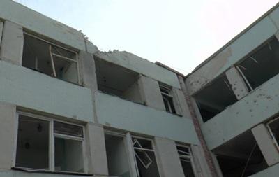 В здании луганской школы под обстрелом погибла женщина - СМИ