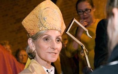 В Великобритании разрешили посвящать женщин в епископы