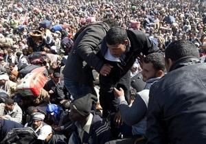 ООН: За десять дней из Ливии в Тунис бежали 10 тысяч человек