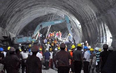 В Китае обрушился железнодорожный тоннель: под завалом находятся люди