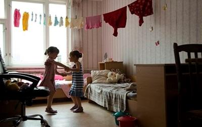 Глава МИД Японии встретится в Украине с переселенцами