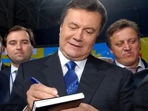 Янукович поздравил ветеранов Советской армии: Власть создает псевдогероев