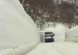 В Японии выпало пять с половиной метров снега - видео